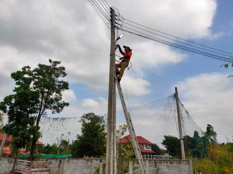 กิจกรรมออกซ่อมไฟฟ้าสาธารณะหมู่4บ้านดอนแสลงพันธ์